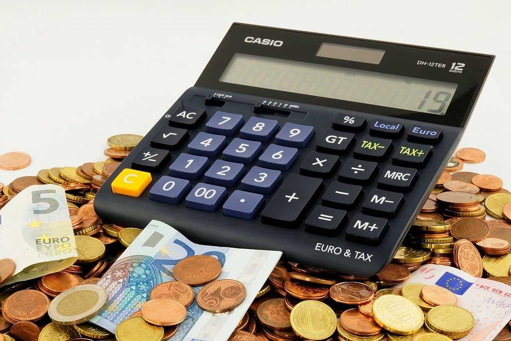 オンラインカジノは課税対象になる?確定申告のやり方・税金の計算方法